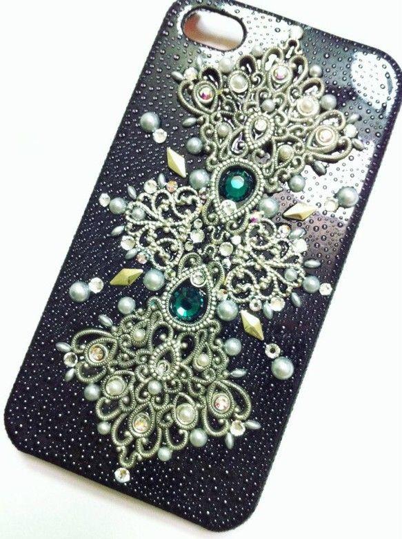 ゴシックなデザインのiPhoneケース。とても高級感のあるデザインです。※オーダーメイド相談では「このモチーフを使ってほしい!」「iphoneじゃないけどこの...|ハンドメイド、手作り、手仕事品の通販・販売・購入ならCreema。