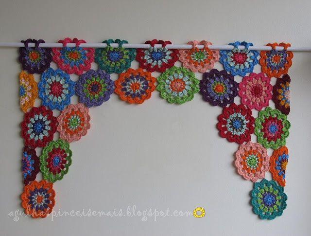 Agulhas e Pinceis: Cortina de crochê com rosetas  curtain pattern     FAZER EM TONS DE ROSA
