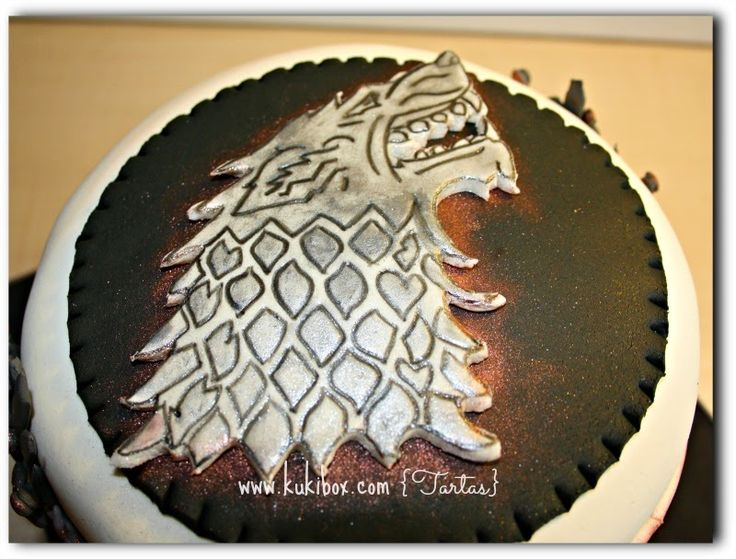 Tarta #JuegodeTronos Game of Throne cake Kuki Box. Tartas y Galletas en Valencia www.kukibox.com #tarta #cake #gameofthrone #fondant