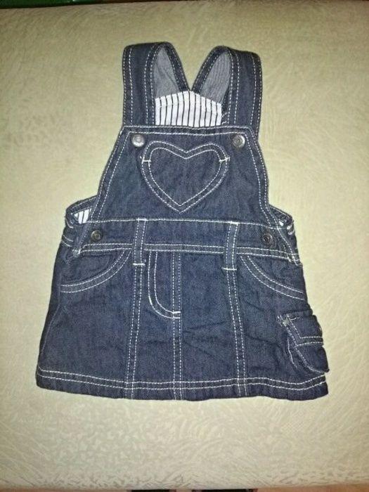 Latzrock jeansblau mit seitlicher Tasche