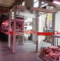 Nuestras #puertas #correderas para el #comercio en el Mercat Municipal de #Girona. Apertura mediante detectores de movimiento #puerta #door #AngelMir #slidingdoor #puertascorrederas #puertasautomaticas #automaticdoor #Spain
