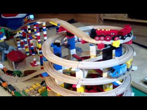 ▶ BRIO Eisenbahn und LEGO - BRIO Wooden Railway System and LEGO (HD) - YouTube this is so cool!