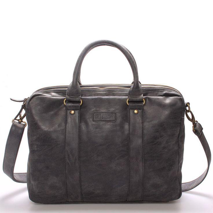 """#styl #elegance Stylová elegantní černá taška - brašna Enrico Benetti na 15"""" notebook. Ochraňte svůj počítač před vnějšími vlivy kvalitně a stylově! Brašna má kvalitní kovové zipy na dvou hlavních přihrádkách, uvnitř má kapsu na notebook (max. 37 x 28 cm) a kapsu na tablet (max. 23 x 27 cm) a další drobnější kapsičky viz foto. Popruh je odnímatelný a nastavitelný. Novinka 2016/2017!"""