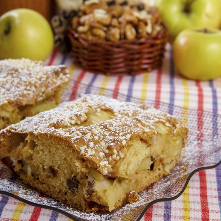 of apples and spices is always enticing.This apple and walnut cake ...