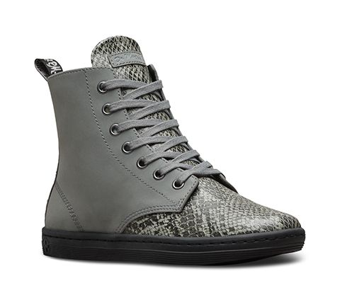The 7-Eye Leyton Boot has been refreshed for this season with a canvas and Poly felt upper in texturized snake print, offering comfort and durability. Tonal eyelets, heel loop, and flat laces offer contemporary detailing, whilst the yellow stitching and leather tongue logo are a nod to the Dr.Martens trademark style. For unrivalled comfort and support, the Leyton boot also has a cemented cup sole construction and fleece lining. The iconic Dr. Martens air-cushioned sole is…