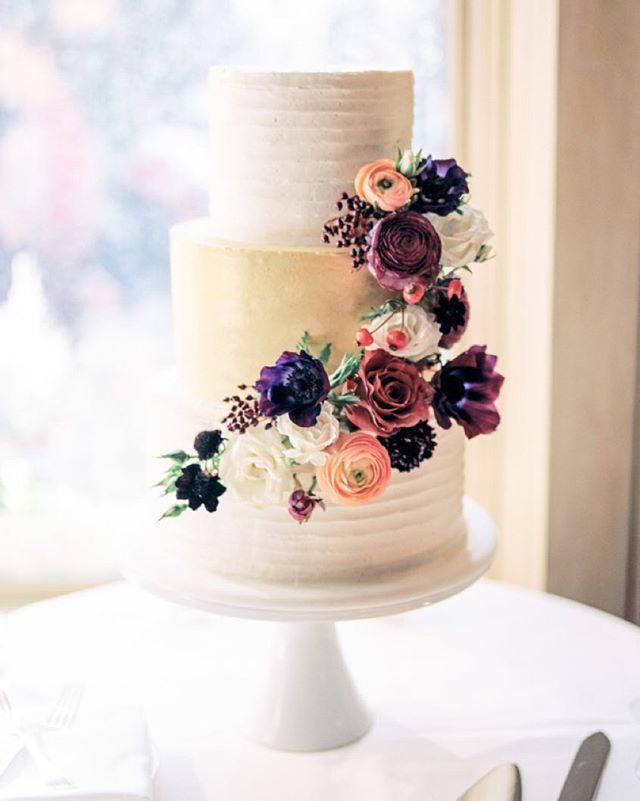 If you think this #jeweltone #floral detailed #weddingcake is pretty, you need to see the rest of this #mountaintop #Colorado #wedding! #fallwedding | Photography: @rachelhavel | Coordination: @bluebirdaspen | Floral Design: @premastyle | Cake: d'Elissious Cake Studio | Linens: @latavolalinen