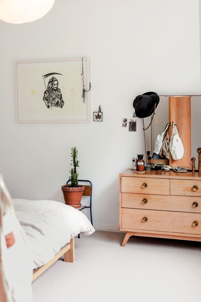 Thanks to Homestyle magazine, a look at the Wellington home of two NZ designers... photography by Heather Liddell