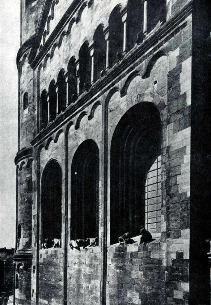 247.  Собор в Вормсе. Восточный фасад. Фрагмент.