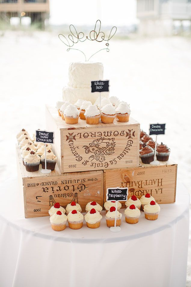 How To Display Wedding Cake And Cupcakes