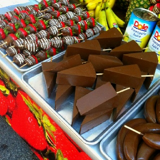 Chocolate dipped cheesecake at a Chicago fest  #ppmapartments  #chicagoapartments #apartnetsinchciago #chicagorentals
