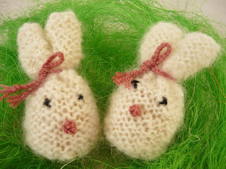 Eggs warmers - rabbits von MariArt auf DaWanda.com Beautiful eggs warmers will be great decoration of Easter table.  Thanks to them, eggs will be longer warm.  Warmers in the shape of rabbits, made of mohair yarn in color white. #Easter #Eggswarmers #MariAndAnnieArt #Wielkanoc #ocieplacze