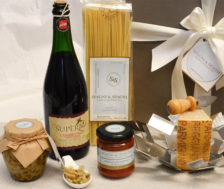 Appetizing Italian Gourmet Selection Corporate Gift http://goo.gl/nSFNRp A good #giftidea to be remembered through time arousing gratitude. #pasta #sauce #parmigianoreggiano #cheese #sauce #wine