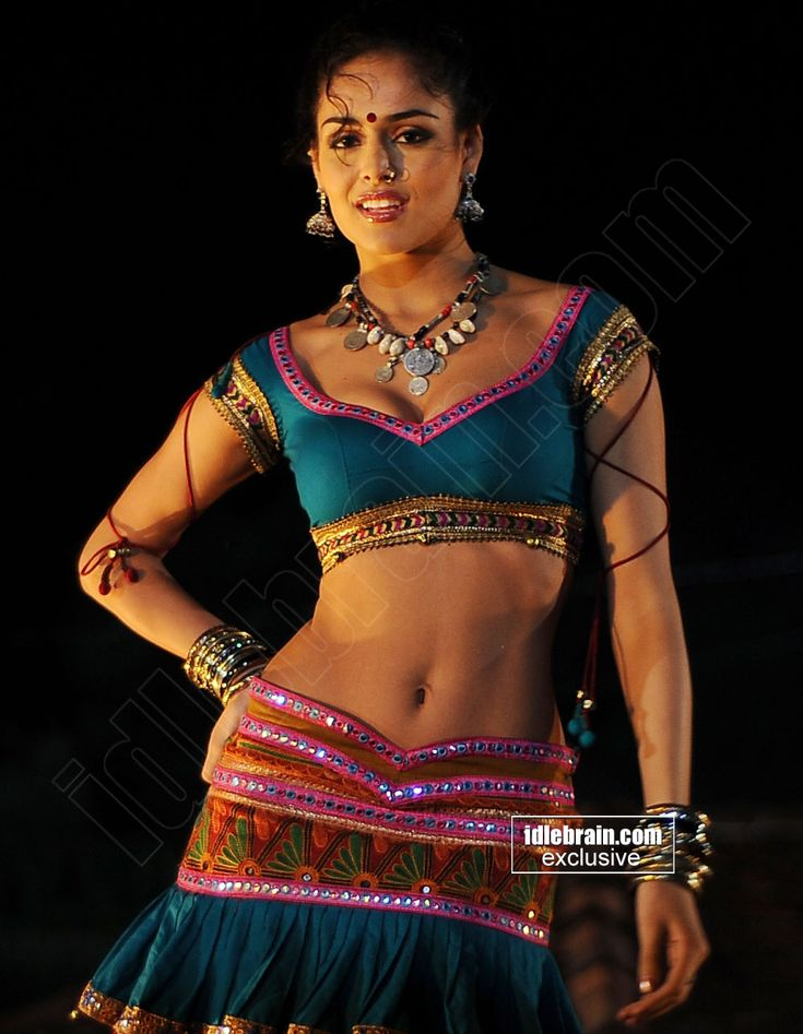 Nathalia Kaur Showing Her Bulging Melons & Sexy Navel For an Item Song Shoot..Spicy P