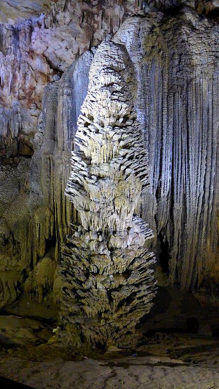 ˚Splash Stalagmites, Paradise Cave, Phong Nha - Ke Bang National Park, Vietnam