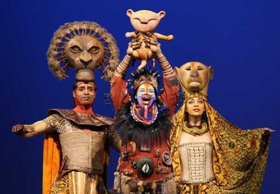 The Lion King, o musical, o nascimento de Simba, Broadway, New York. #OReiLeão #Musical #Broadway #Ingressos Reserve o seu ingresso: http://www.weplann.com.br/nova-york/ingressos-rei-leao-broadway