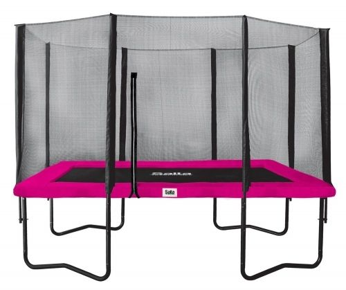 de rechthoekige versus de ronde trampoline;  de ronde is veiliger omdat er op alle veren evenveel spanning staat en je daardoor naar het midden wordt gedreven (ae; dit is dan toch juist niet handig, ik zie meteen allerlei botsingen).  de rechthoekige onveiliger omdat je veel hoger kan springen en je dus meer ervaren moet zijn en is 88euro duurder, en vind ik persoonlijk minder mooi gezien de vormen van de tuin