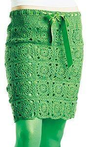 Kjolen i höstens modefärg grönt virkar du ruta för ruta i vackert tweedgarn. Vill du ha en längre kjol lägger du bara till fler rutor.
