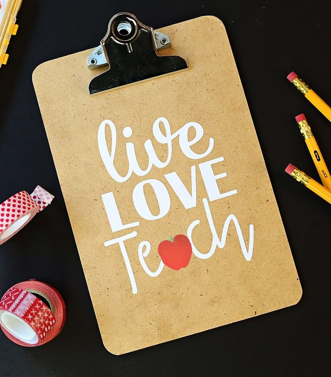 Give Teacher Appreciation gifts with crafts on Cricut Design Space & gift cards! For more ideas, visit Kim Byers at The Celebration Shoppe!