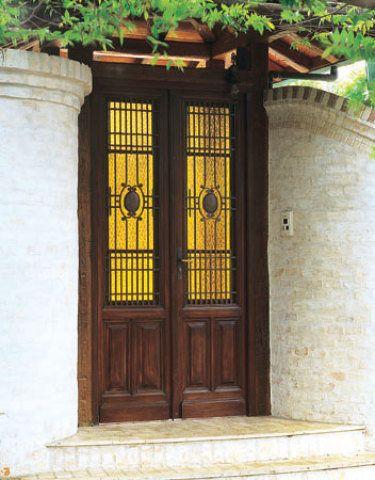 Porta de cabreúva de demolição com 2,45 x 1,30 m. Na Porte du Temps.