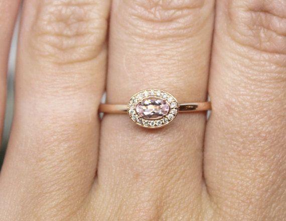 Un anillo tan dulce. Maravillosamente hechos a mano en 14 k rosa oro, pave de diamantes de alta calidad. ¡Gran precio!    Peso: 1.5 DWT (2,33 gramos) Material: Rosa de oro Tamaño actual: 7 Piedra principal tipo: puro Piedra principal de la forma: Oval Quilates del diamante: 0.05 Tamaño de piedra principal: 5 x 3 mm  Hecho por encargo en 2-3 semanas   122744