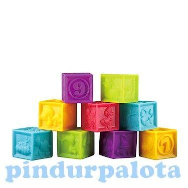 Színes puha építőkockák, melyek fejlesztik a gyerkek kézügyességét és szem koordinációs készségét. A csomagban 9 különböző színű kocka van, melyek 4 oldalán különböző formák találhatók, egyik oldalán számok.