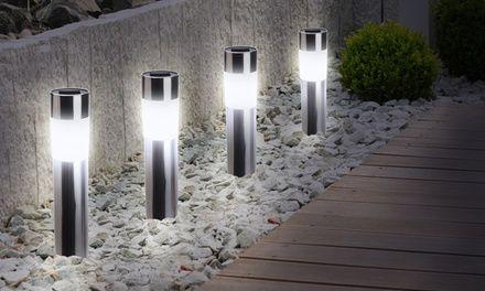 Parfaites pour l'éclairage des allées et jardins, ces lampes solaires LED ont un temps de fonctionnement de 6 à 8 heures