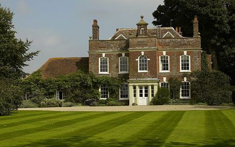 A Georgian country house where the poet Sir John Betjeman once lived has been   named England's finest parsonage.