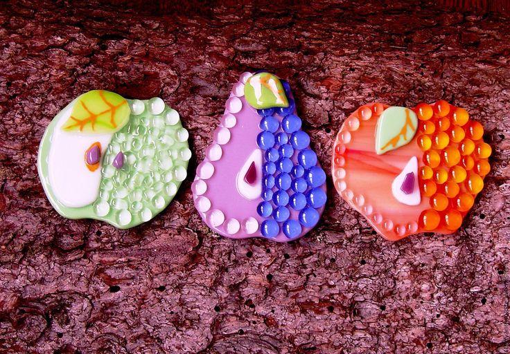 Купить броши/кулоны яблоки и груши, стекло, украшения, фьюзинг, подарок - комбинированный, зеленый, желтый, розовый