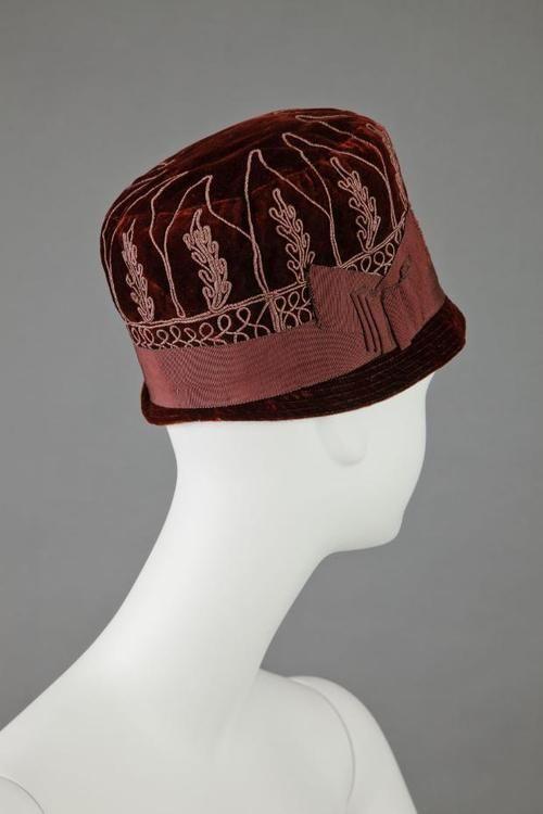 1928 Cloche via The Goldstein Museum of Design.