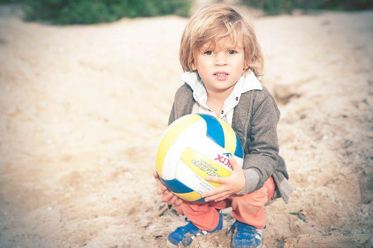 Kinderfotografie - buiten - fotoshoot op buitenlocatie - zacht licht - pastelkleuren - kidsshoot - kinder fotografie - kid photography