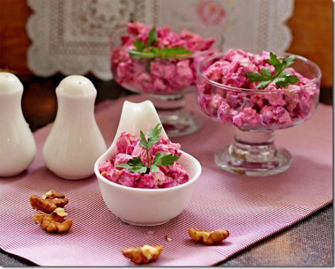Необычно и очень вкусно: салат из свеклы в курицей.