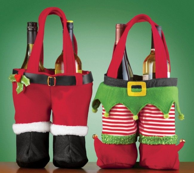 Festive Christmas Wine Holder - Fleece wine holders hold two standard-sized bottles of wine and makes a fun and festive hostess gift....  #Christmas #Christmas2014