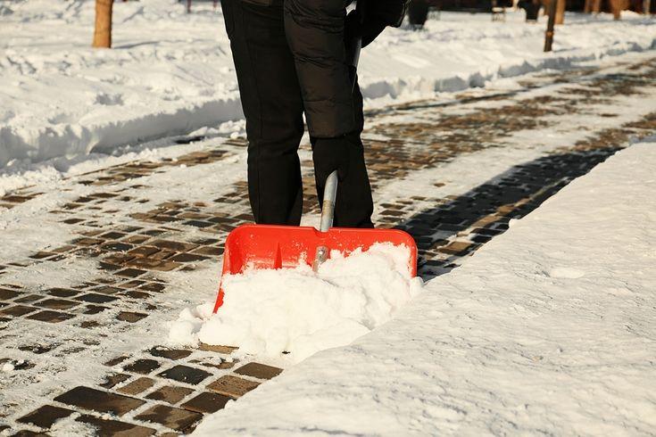 Verkehrssicherungspflicht bei Schnee- und Eisglätte - Winterdienst für Grundstückseigentümer   Räumpflicht und Streupflicht bei Schnee und Glatteis im Winter In der kalten Jahreszeit kommt es häufig vor, dass die Gehwege aufgrund des Eises und des Schnees nicht mehr gefahrlos begehbar sind. Um die Sicherheit der Fußgänger nicht zu gefährden, muss der Schnee und das Eis von den Gehwegen... Weiter auf https://www.ra-kotz.de/verkehrssicherungspflicht-winter.htm - #Ur