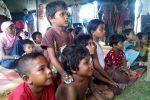 UNICEF menyeru pemerintah Myanmar untuk membebaskan tahanan anak-anak Rohingya  RAKHINE (Arrahmah.com)  Badan anak-anak PBB UNICEF telah meminta pemerintah Myanmar untuk membebaskan anak-anak Rohingya yang ditahan saat kampanye militer menyapu negara bagian Rakhine.  Lebih dari 600 orang ditangkap dalam kampanye militer menargetkan ummat Islam Rohingya. Operasi itu diluncurkan setelah serangan mematikan di pos polisi pada Oktober lalu lansir Daily Sabah pada Ahad (9/4/2017).  Muslim Rohingya…