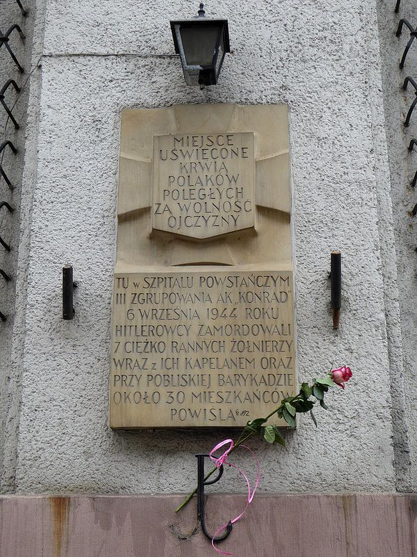 "A ""Tchorek plaque"" on Juliana Smulikowskiego Street in Warsaw. On 6th September 1944 the Germans captured this building which housed an insurgent hospital belonging to the Konrad group of the Armia Krajowa. They murdered the wounded resistance fighters and their chaplain inside the building, and 30 residents of the Powiśle district next to a nearby barricade...."