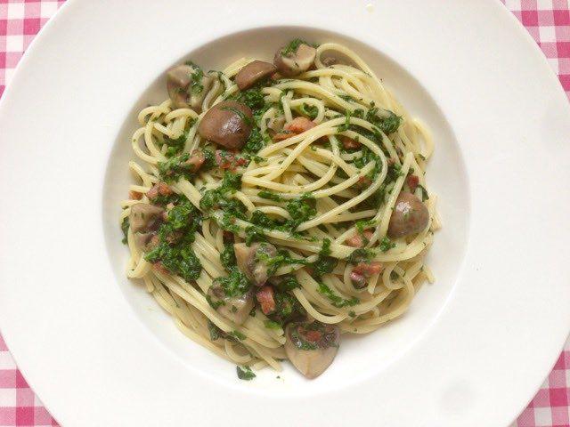 Pasta met roomsaus, spinazie en champignon | Bekijk dit recept op Alles Over Italiaans Eten