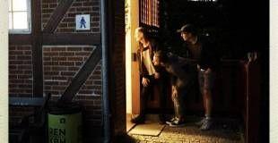 Kuk-kuk. På Kastel Broens toiletter lurer de tre nordmænd efter par, der har sex i det fri - Kastel Broen er et yndet sted for den aktivitet! - Foto: Line Ørnes Søndergaard