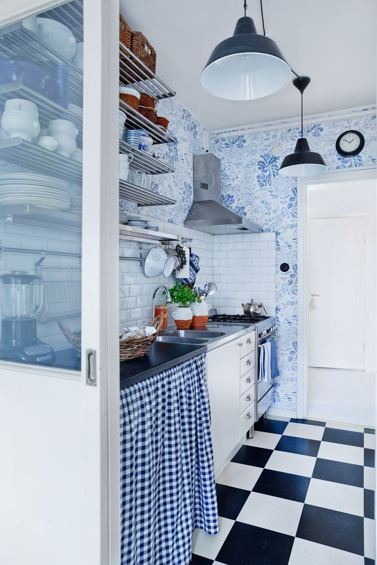 Adorable tiny cottage kitchen. Love the blue & white with gingham & toile.
