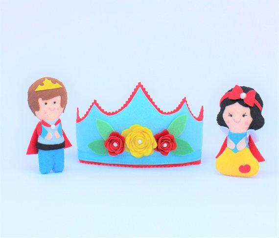 Muñecos de fieltro: Princesa Blancanieves y príncipe, regalo para niña, cumpleaños princesas, cuentos infantiles, corona cumpleaños princesa