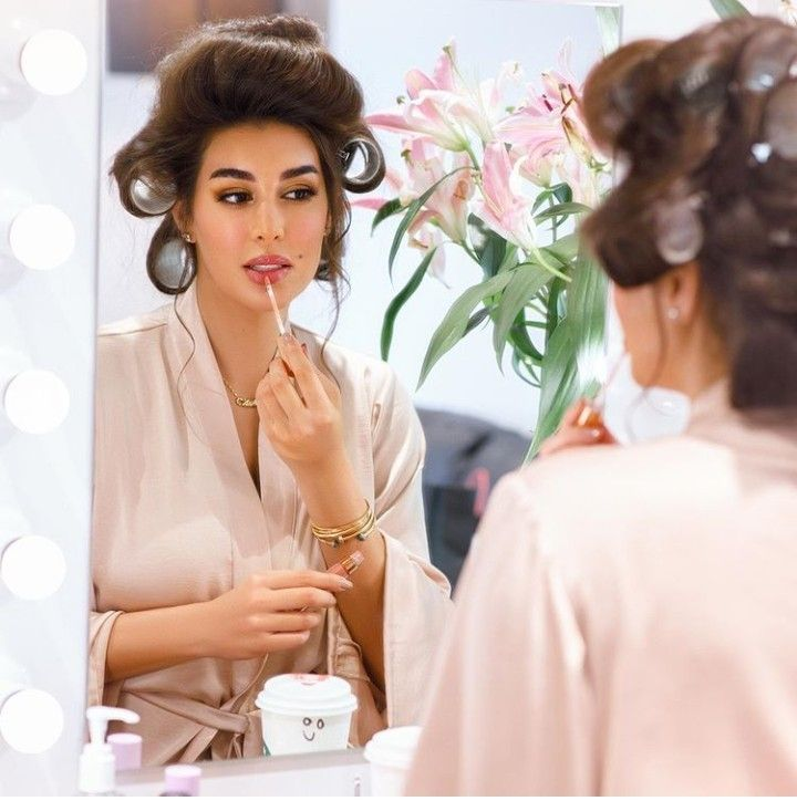 Egyptian Women Yasmin Sabry Actress Infront Of A Mirror Instagram Pictures Egyptian Actress Egyptian Women
