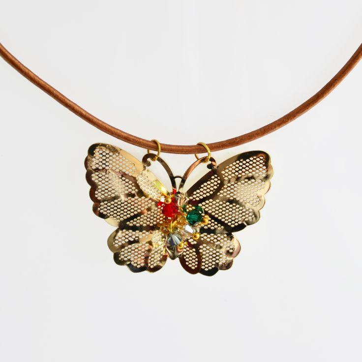 Cadena con dije de mariposa, disponible ya en http://www.martinpescador.com.co/