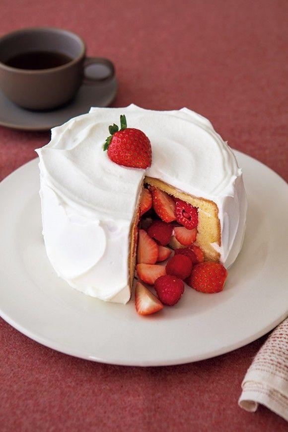【手作りケーキ】クリスマスに!切ってびっくり「中につめつめ サプライズケーキ」 画像(1/) 切ると中からいちごとラズベリーが出てきてサプライズ!