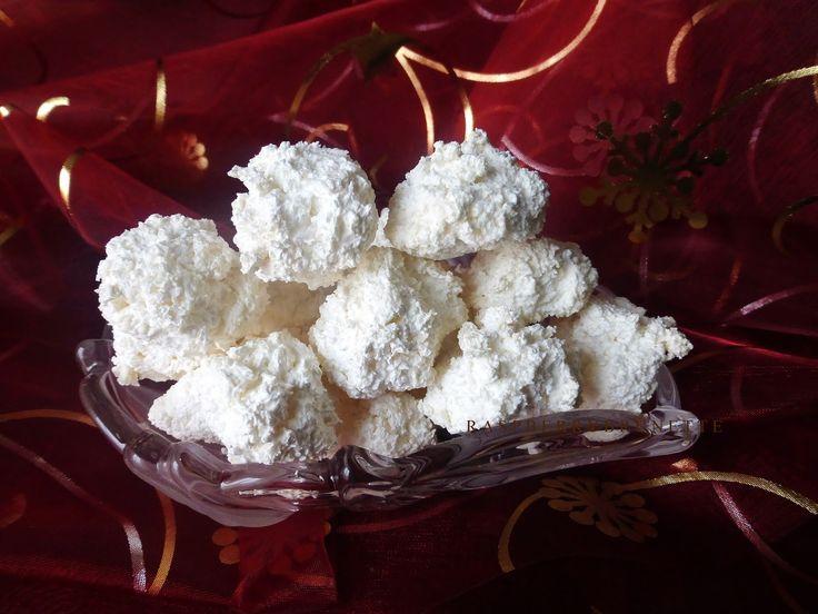 Výborné, krehučké a jemné kokosky, ktoré nikdy nestvrdnú, vždy ostanú jemne krehké a rozplývajúce sa na jazyku. Mala som veľa re...