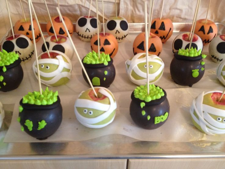 More Gourmet Candy Apples dressed up for Halloween. Pumpkin, Skull, Cauldron and a Mummy!!!