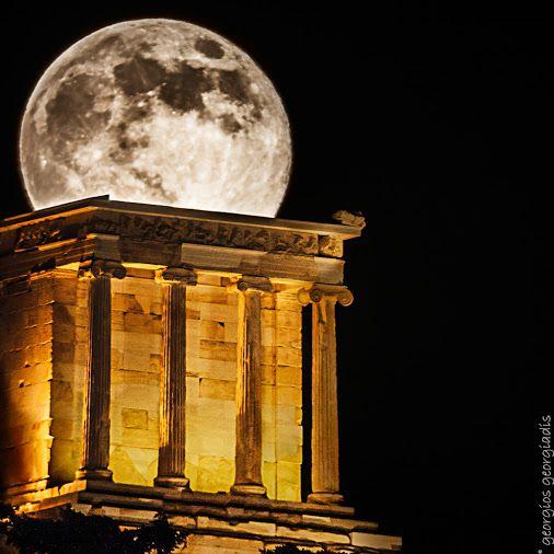 Επειδή σ' αγαπάω και στην αγάπη ξέρω να μπαίνω σαν πανσέληνος -ΕΛΥΤΗΣ  Because I love you and in love I know how to permeate as a full moon -ELYTIS