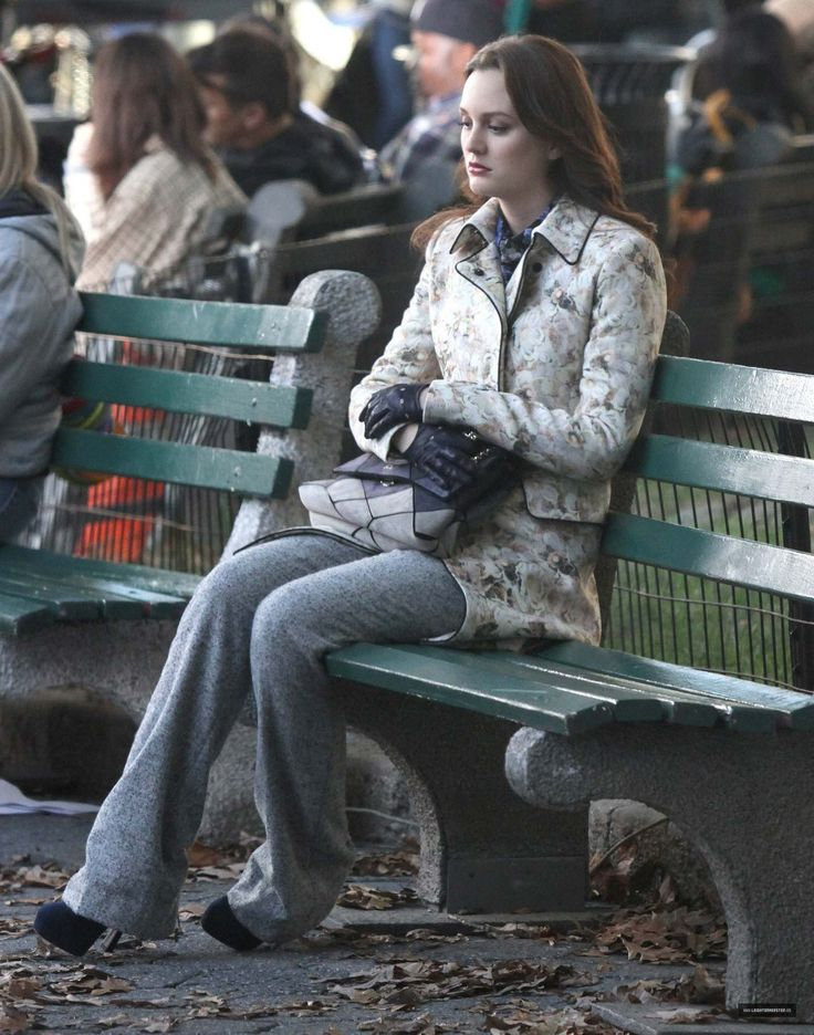 6x08 It's Really Complicated. Chloé coat, Gucci blouse, Fendi suit, Roger Vivier bag, Fratelli Orsini Gloves and Prada shoes.