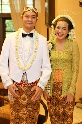 Simple Javanese bride and groom