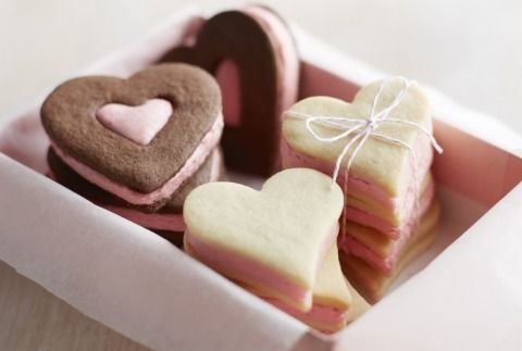Valentines Day Recipe: Lemon Shortbread Sandwich Cookies with Fresh ...