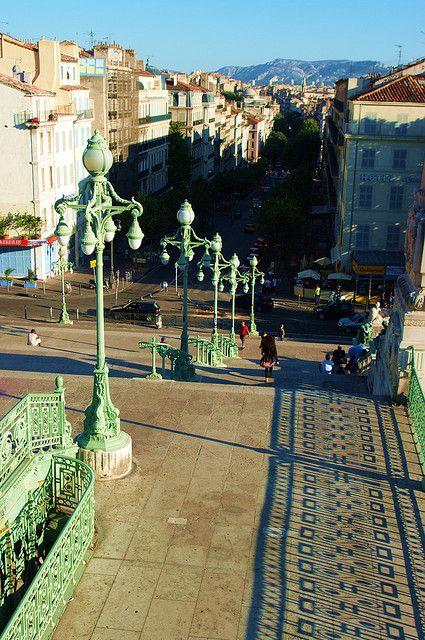 devant la Gare Saint-Charles - Marseille, France