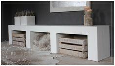 Maatwerk / tv meubel / PURE WHITE WOOD  Hieronder oude koffers, tijdschriften, digibox, evt hout